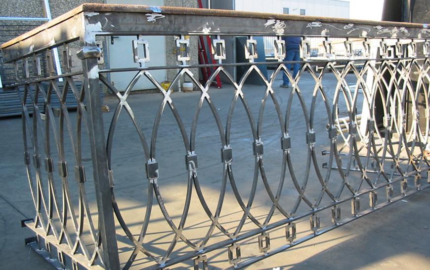Ringhiere per balconi e scale in ferro e acciaio inox – Carpenteria ...