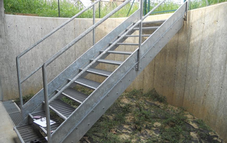 Scale esterne di sicurezza in acciaio inox carpenteria f - Ringhiere scale esterne ...